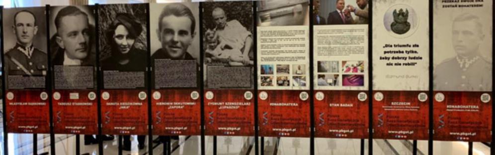 """Wystawa """"100 identyfikacji na 100-lecie odzyskania niepodległości"""""""