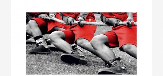 – Przeciąganie liny – zawody kobiet na hali