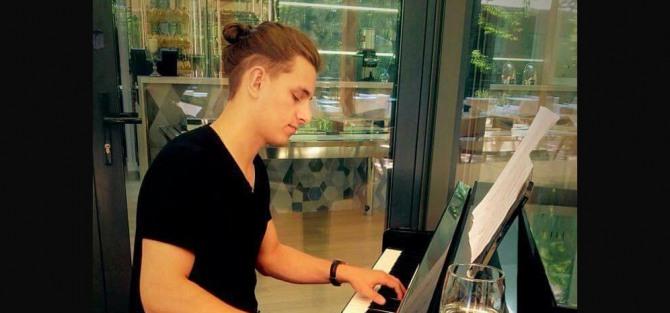 Wojtek Szczepanik – Piano & Electronics