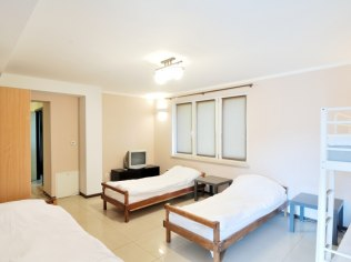 Apartament 60 m, dwa pokoje ,z łazienką i aneksem kuchennym