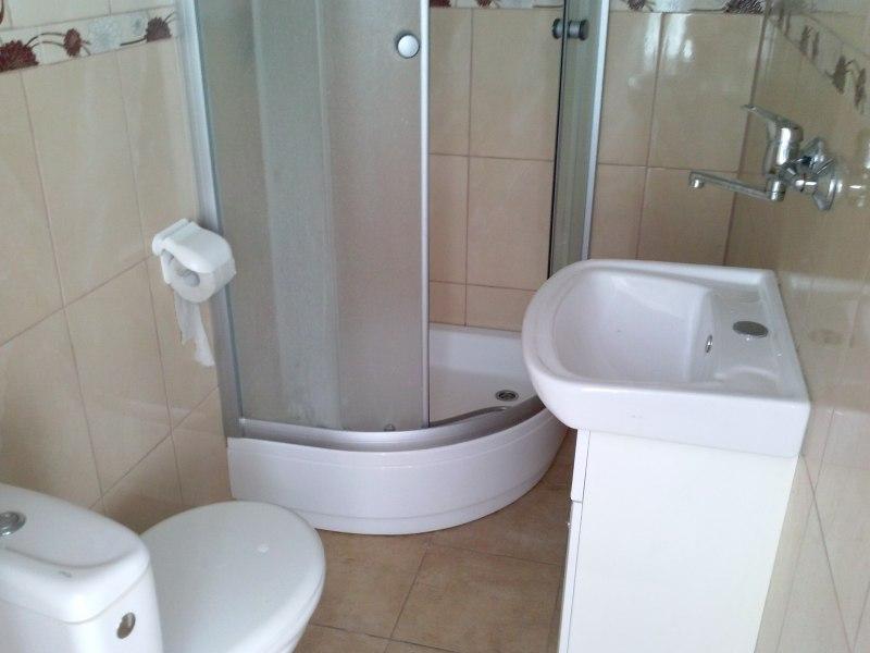 Pokoje z łazienkami od 35 zł.