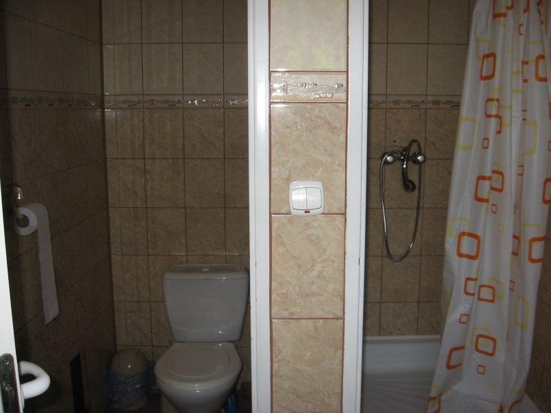 Łazienka z natryskiem przy pokoju