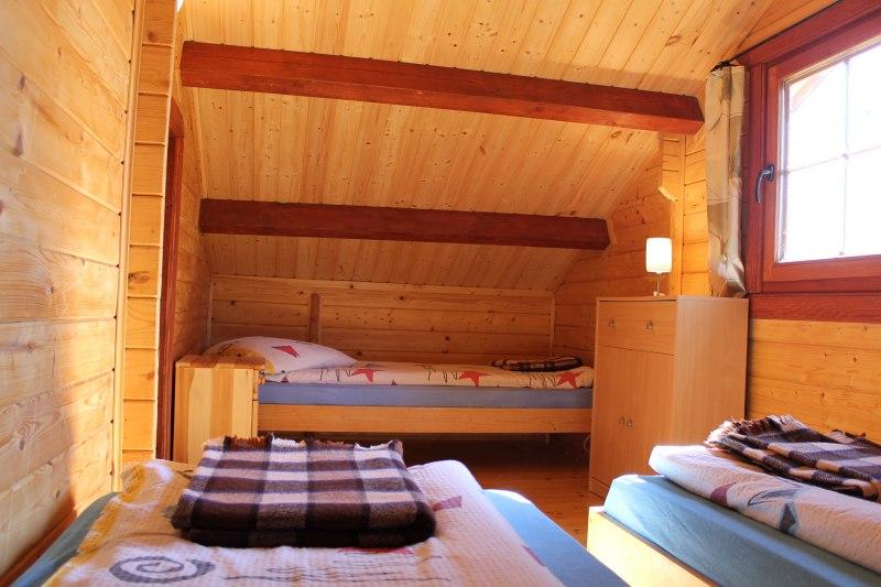 domek drewniany góra