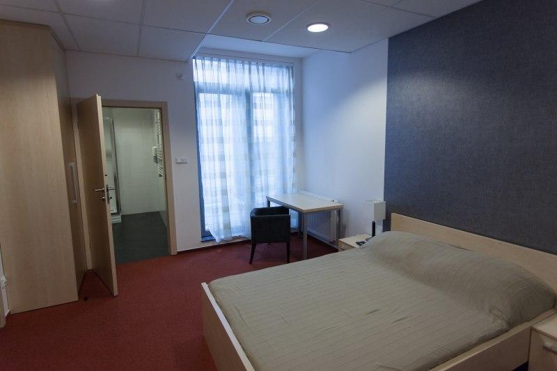 Apartament teatralny 02 - każdy pokój ma prywatną łazienkę z prysznicem