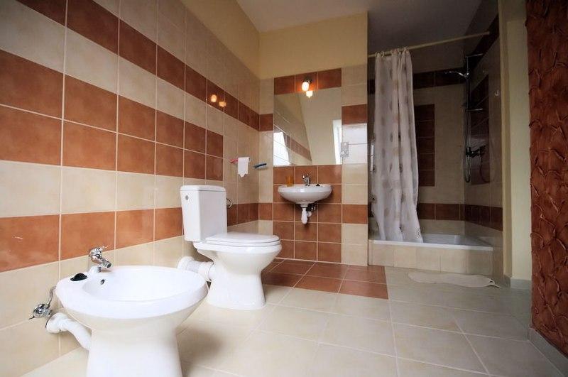 Łazienka do pokoju trzyosobowego