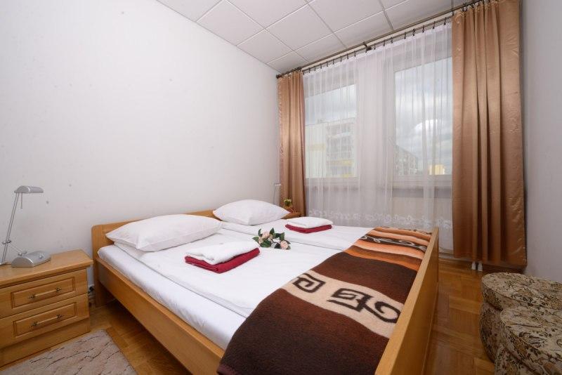 Sypialnia w apartamencie dużym