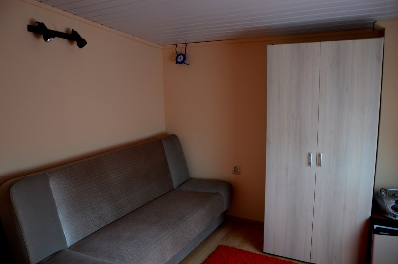 pokój nr 6-2osobowy-wspólna łazienka