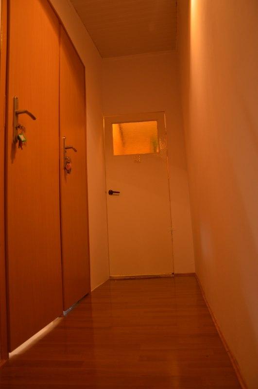 wejście do pokoi oraz wspólnego WC