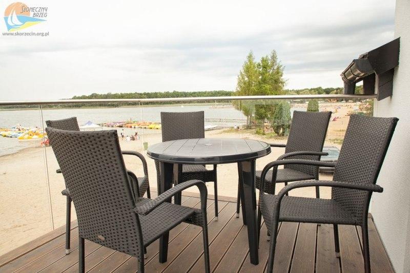 Apartamenty nr 18-21 - widok na jezioro z tarasu