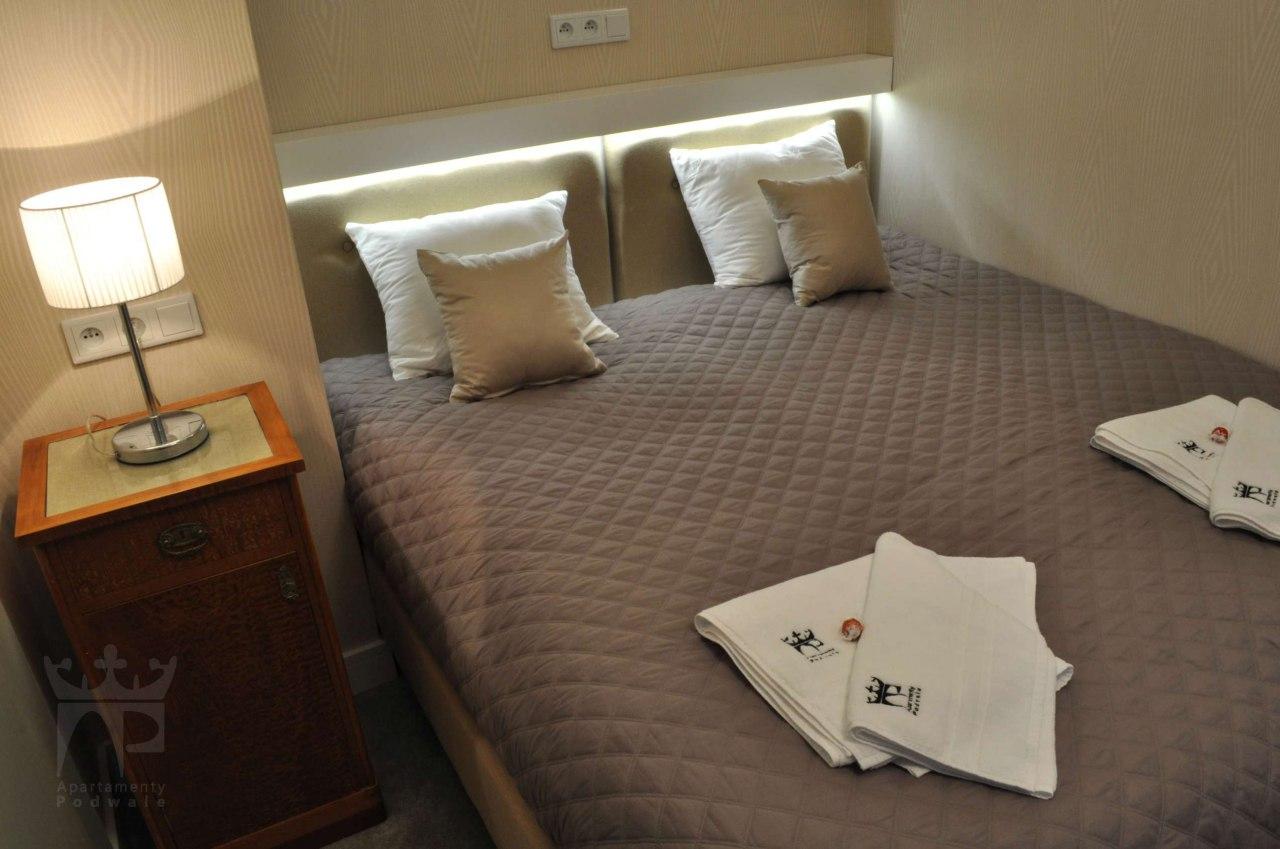 pokó dwuosobowy z łóżkiem małżeńskim