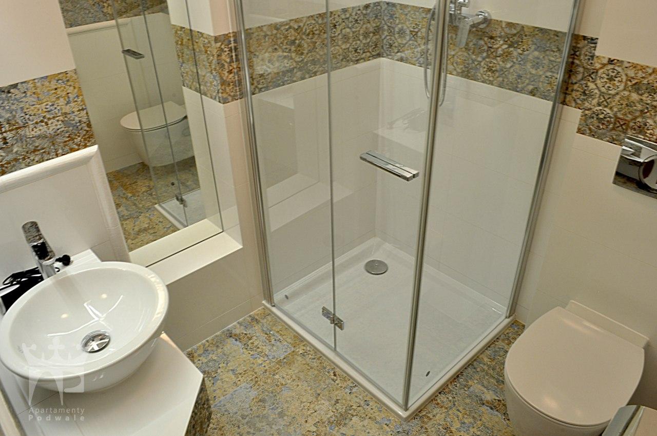 łazienka, pokój dwuosobowy z łóżkiem małżeńskim