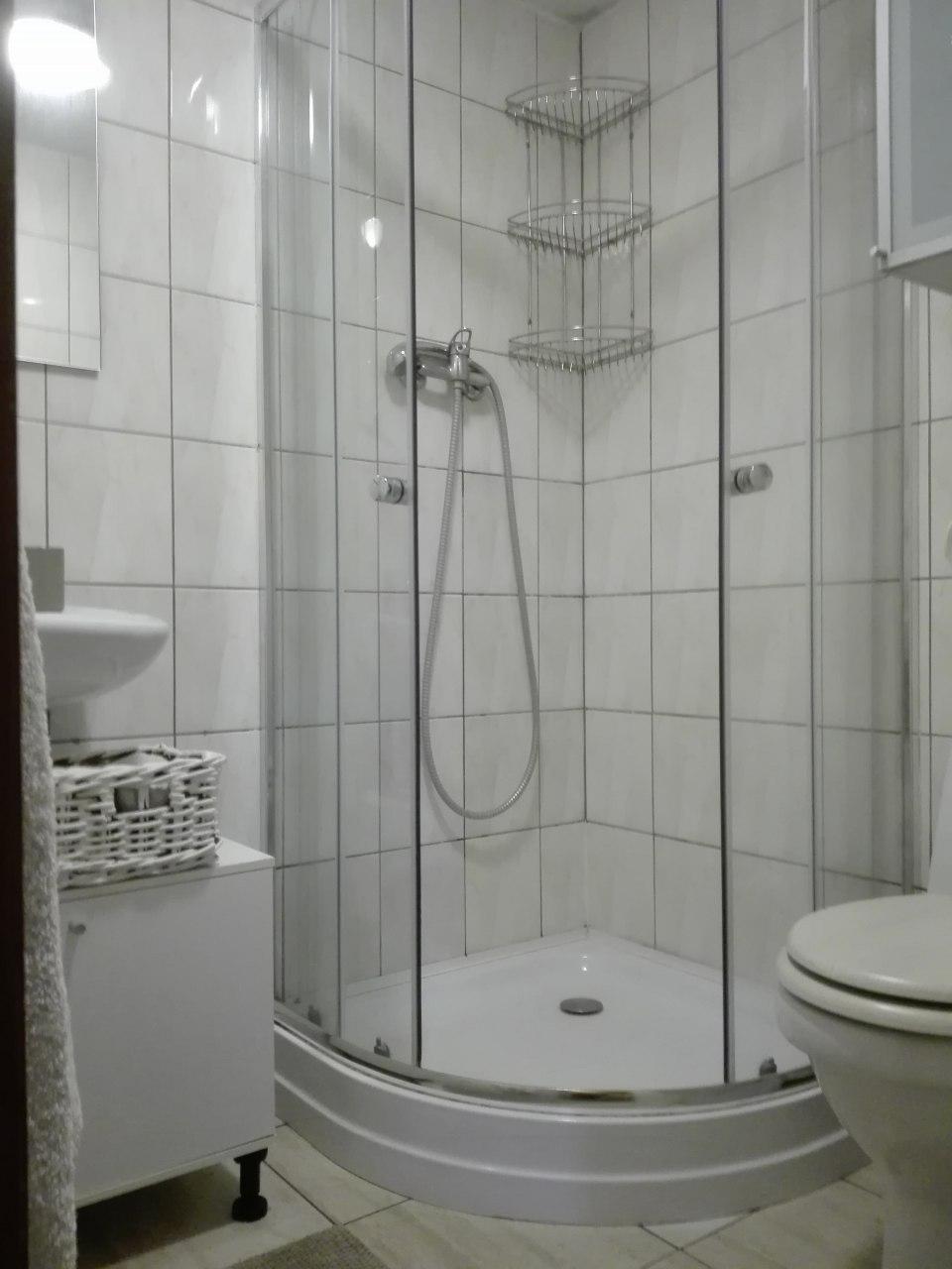 łazienka w domku 8 osobowym