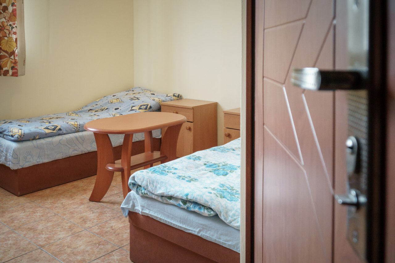 Pokój z dwoma pojedynczymi łóżkami