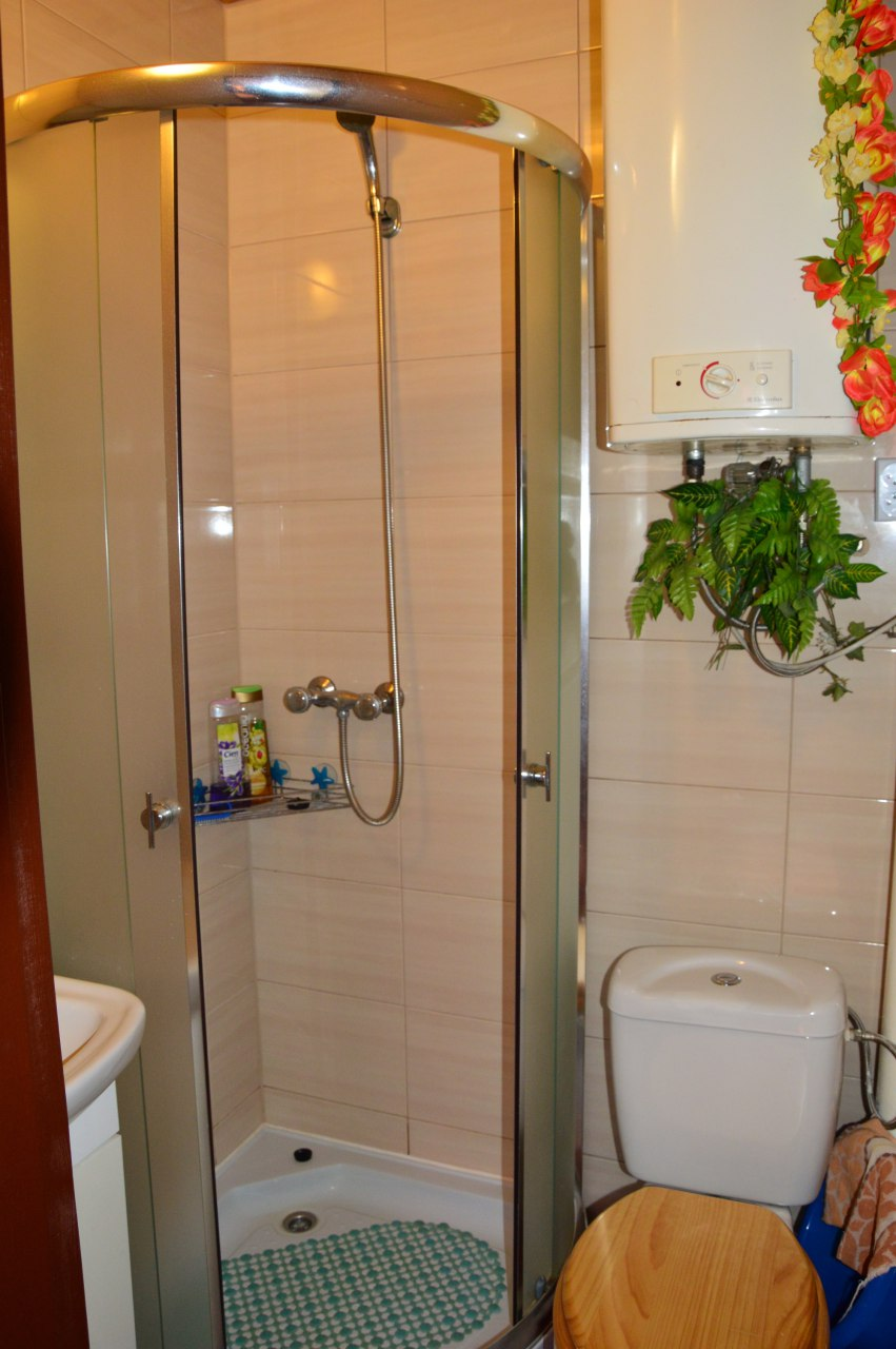 łazienka pokoju nr 1 (pokój 4osobowy)