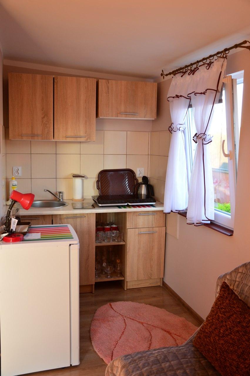 pokój 2osobowy z łazienką oraz aneksem kuchennym nr 3
