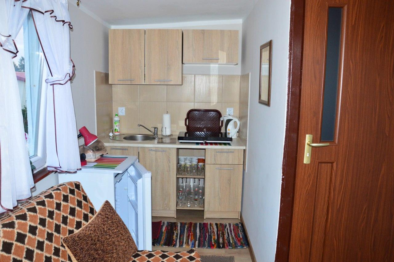 pokój 2osobowy z łazienką oraz aneksem kuchennym nr 4