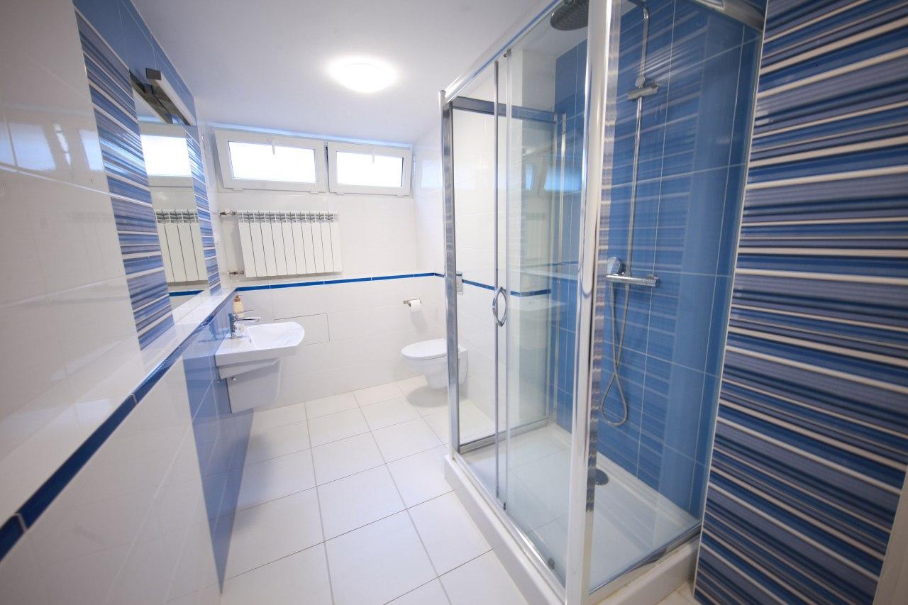 Pokój 5os - łazienka