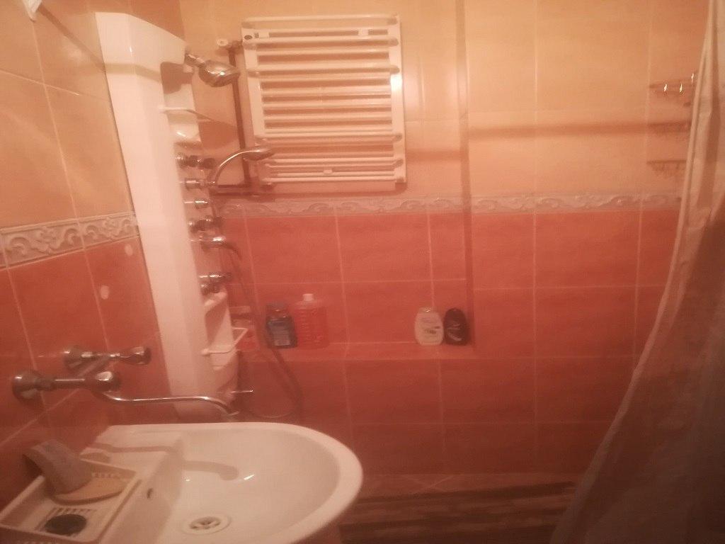 łazienka z prysznicem na parterze