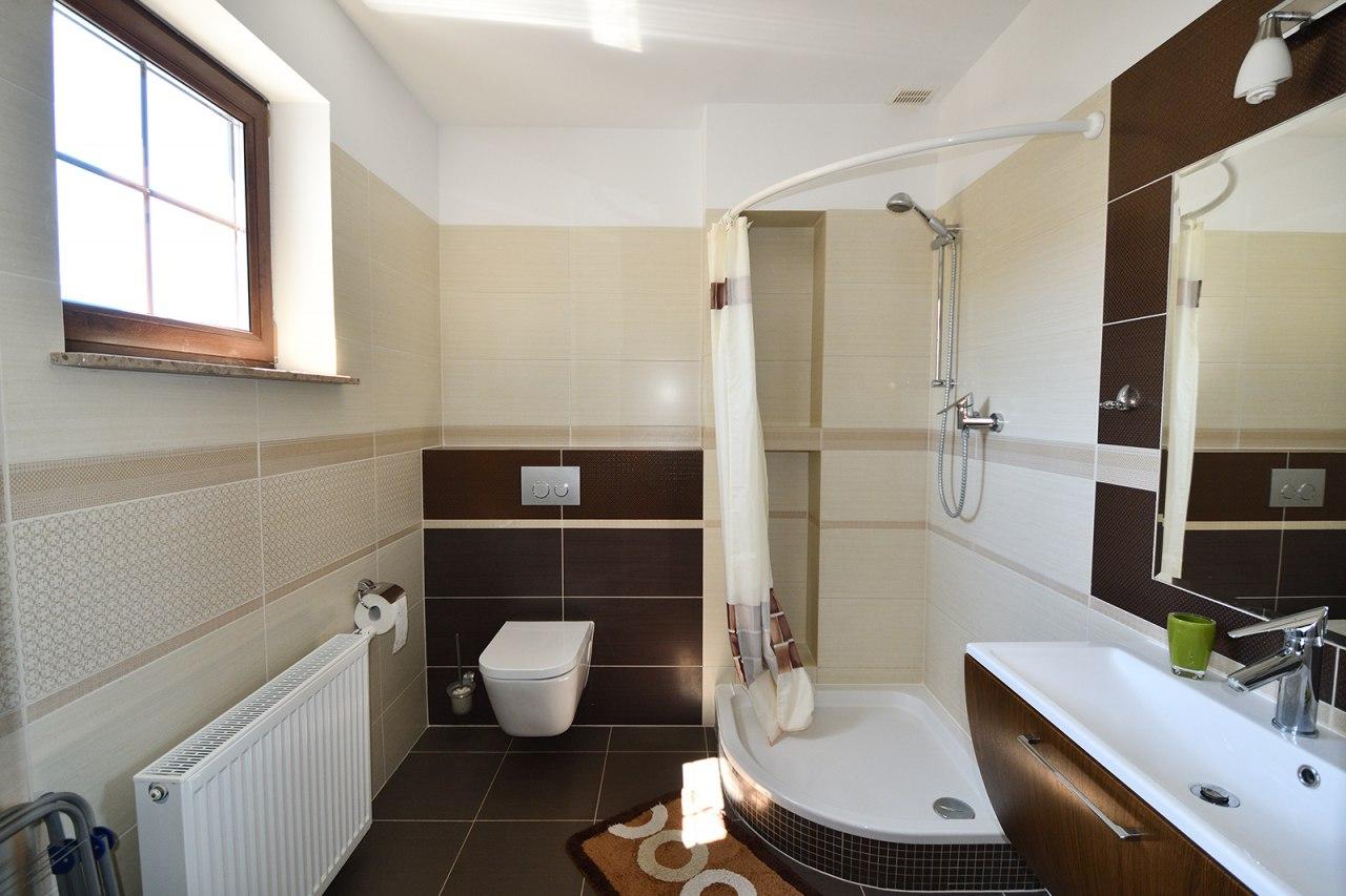 łazienka pokoju 4-os.