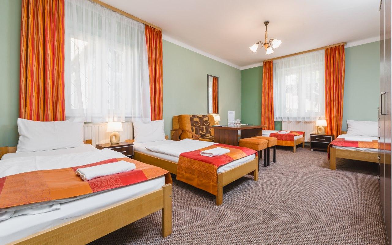 Hostel Bialy Dom Ul Przewoz 3 Krakow Hostele Krakow E