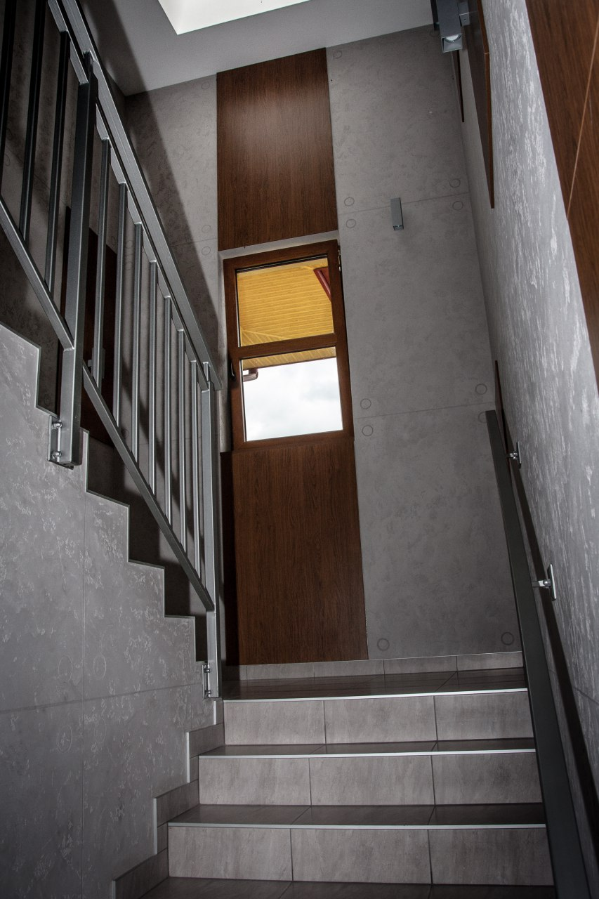 klatka schodowa w nowym budynku