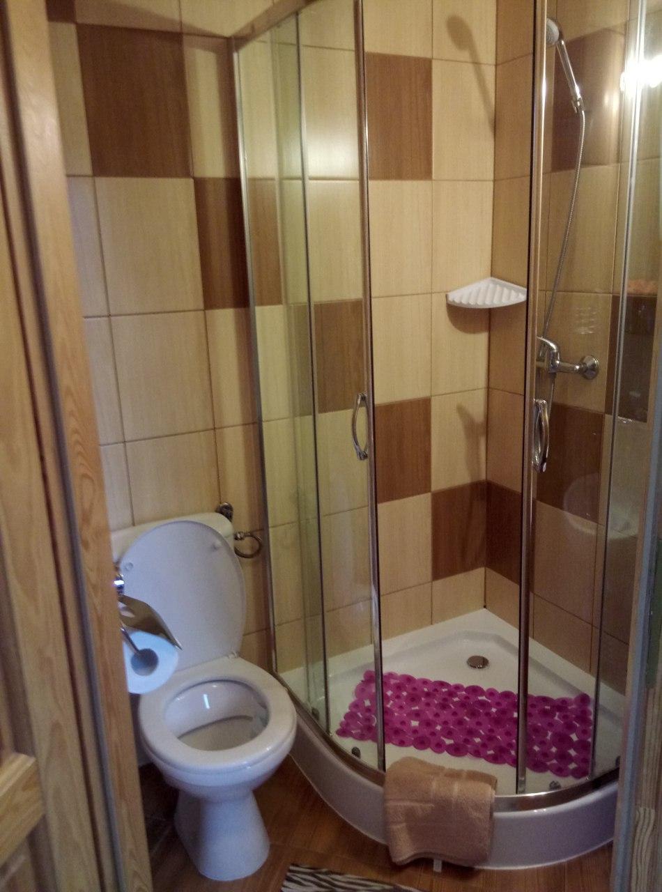 łazienka 5 - pokój pięcioosobowy