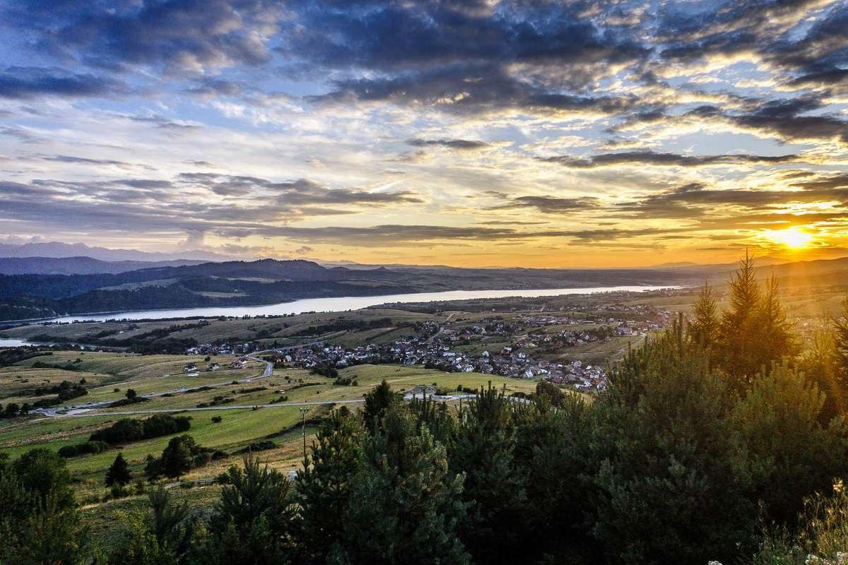 Widok na Jezioro Czorsztyńskie i okolicę z góry Wdżar.