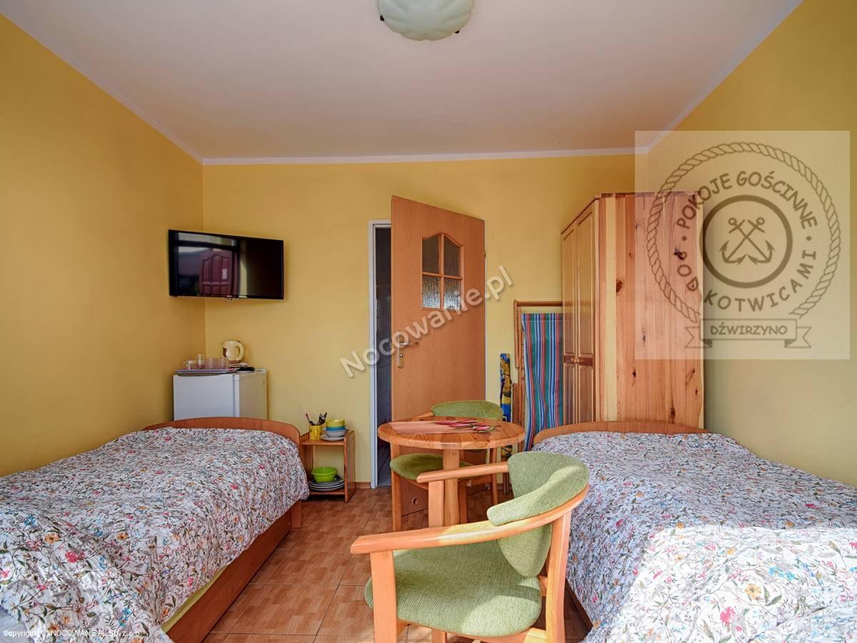 Pokój 2 osobowy z łazienką, na parterze z wejściem z ogródka