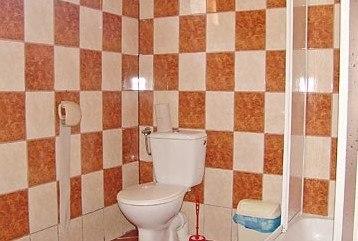 łazienka w domku piętrowym