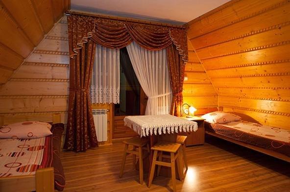 pokój 4 os,z balkonem łóżko podwójne 2 pojedyńcze
