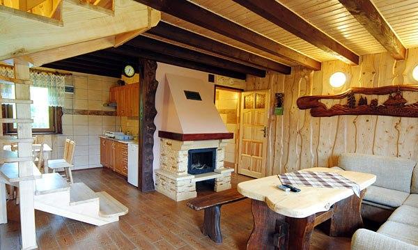 Całoroczny domek z kominkiem- salon