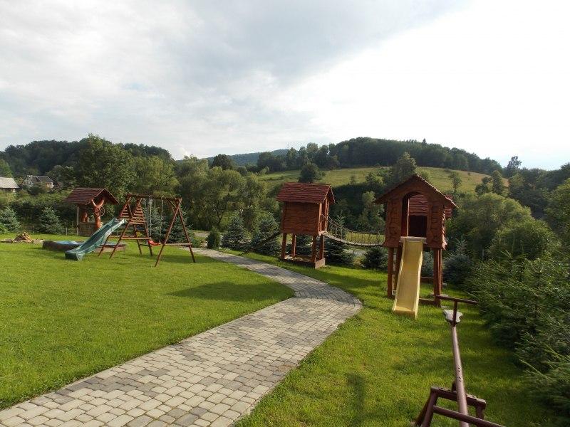 Całoroczne domki z kominkiem - plac zabaw