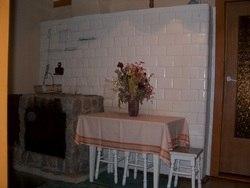 dom drewniany kuchnia i kominek