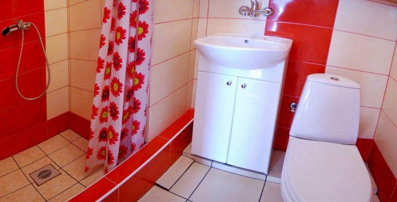 Łazienka do pokoju 3-osobowego