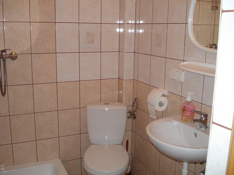 czyste łazienki z prysznicem