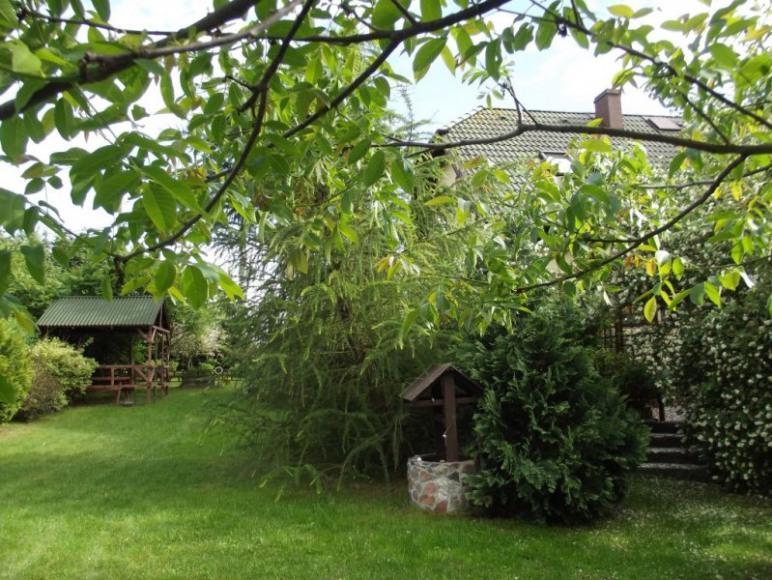 ogród z zadaszeniem do grillowania