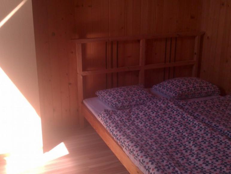Sypialnia z łożem