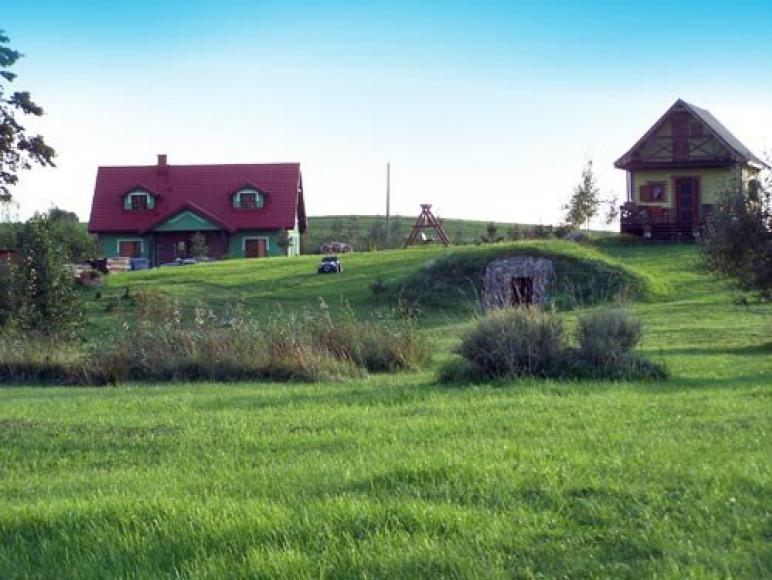 Gospodarstwo agroturystyczne u Czarka i Ewy położone nad brzegiem jeziora Selment Wielki