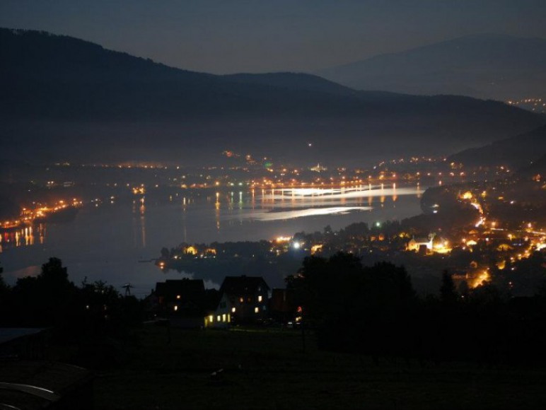 widok z okna nocą :)