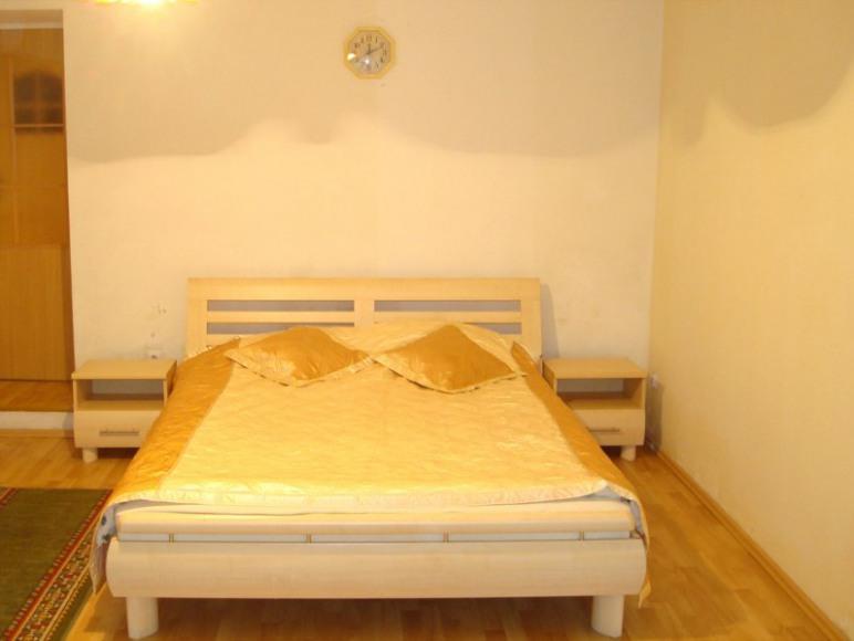 Sypialnia z podwójnym łóżkiem - Bedroom with double bed (sleeps 2)
