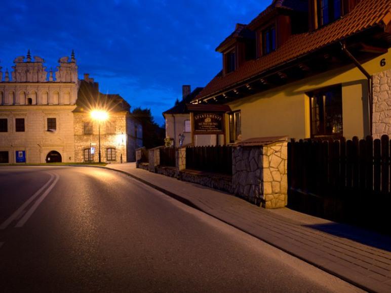 Ulica przy budynku