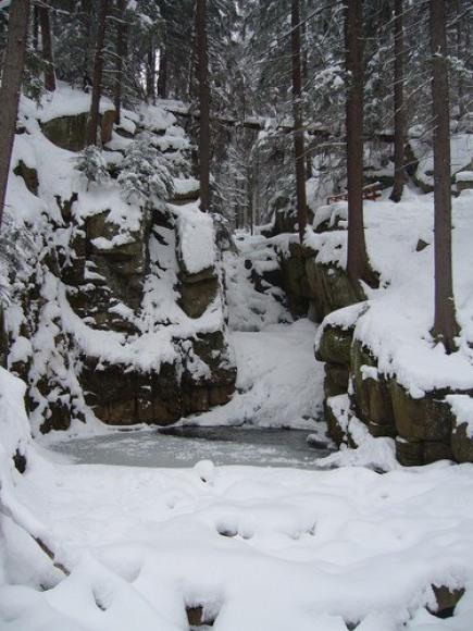 Wodospad Podgórnej w Przesiece zimą