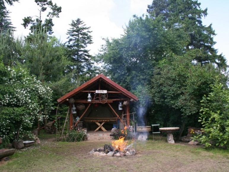 Altana z miejscem na ognisko i grilla