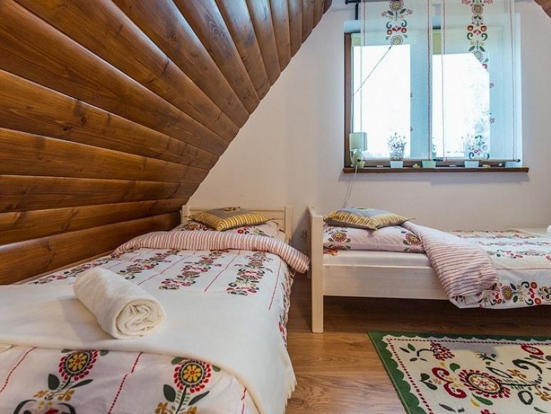 sypialnia 3 osobowa w apartamencie