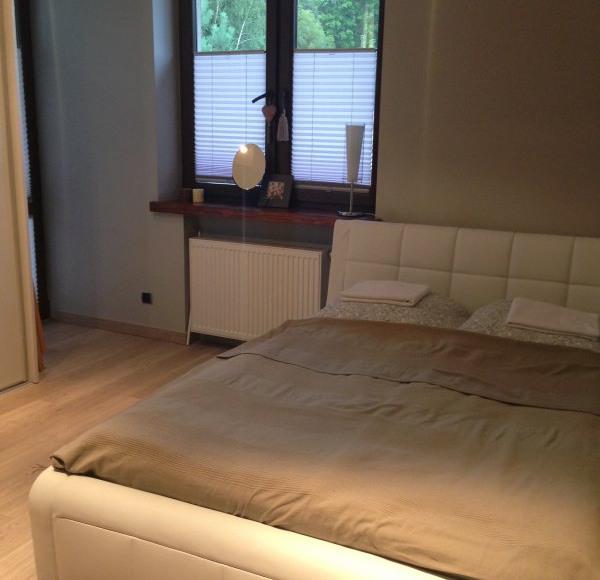 sypialnia z podwójnym łóżkiem