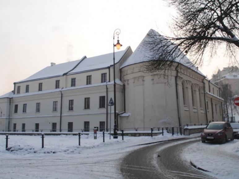 Wjazd od strony Placu Zamkowego.