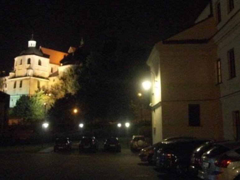 Widok z parkingu na Bazylikę oo.Dominikanów - lato.