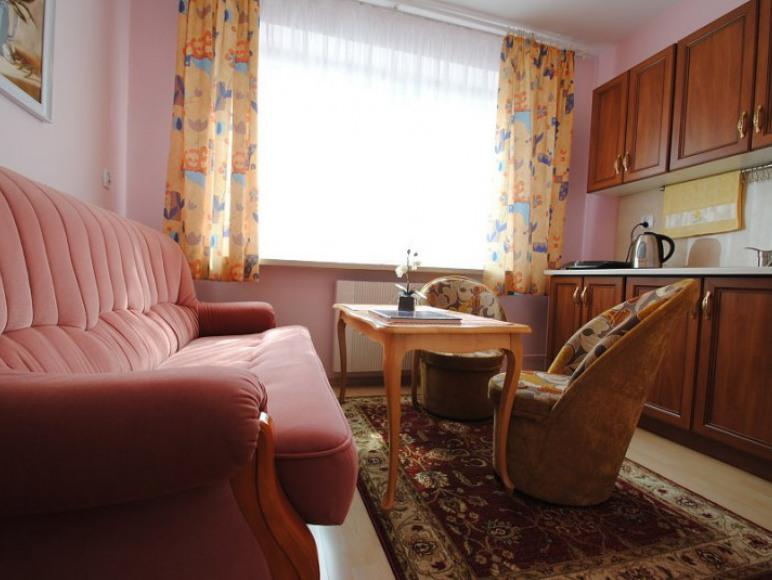 jadalnia w apartamencie różowym