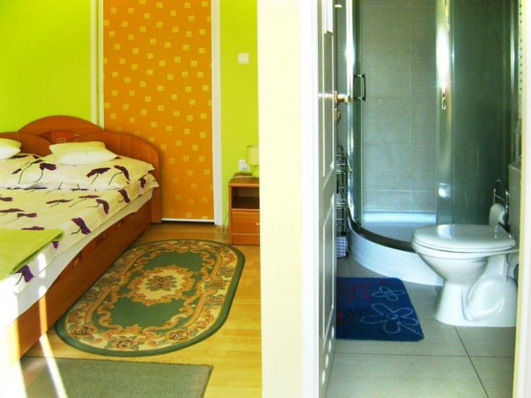pokó na parterze i łazienka