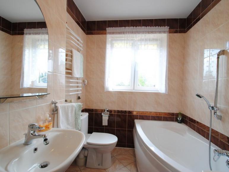 łazienka przy pokojach zielonych